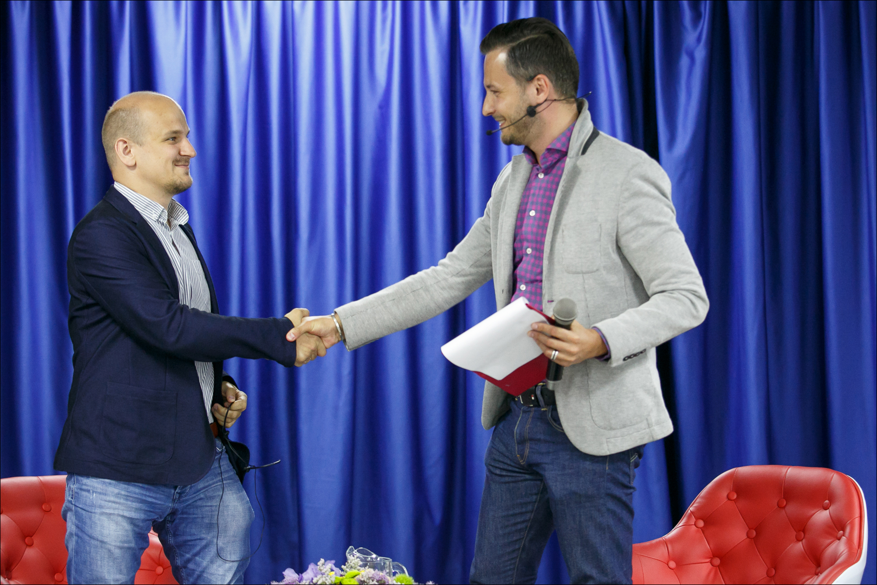 Michael Sender (Schibsted) and Alexander Chekan (Tut By Media) shaking hands over Kufar-Second deal.