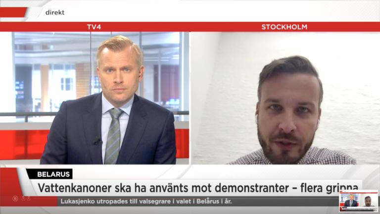 TV4 // Tusentals protesterar mot Lukasjenko – rapporter om vattenkanoner och gripanden